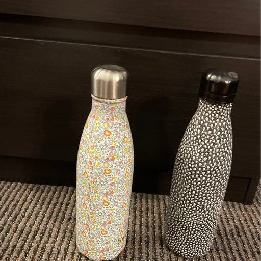 Lot of two Swell bottle 17oz