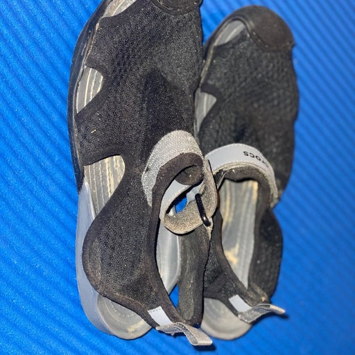 Gently worn water shoes