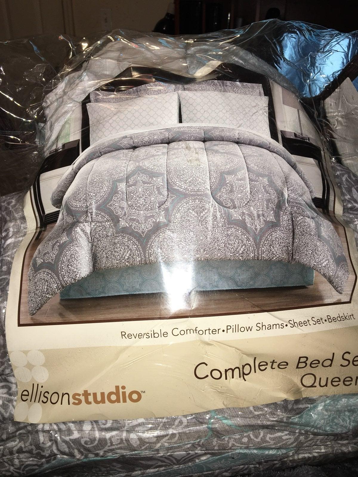 Queen Quilt, Sheet & Bedskirt