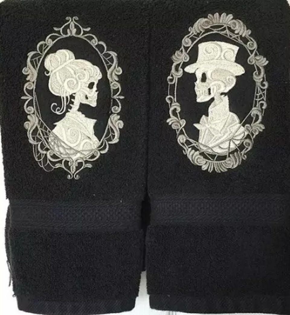 Embroidered skeleton cameo towel set