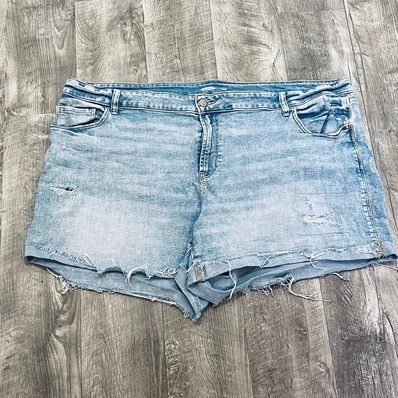 Plus size distressed denim shorts 24W