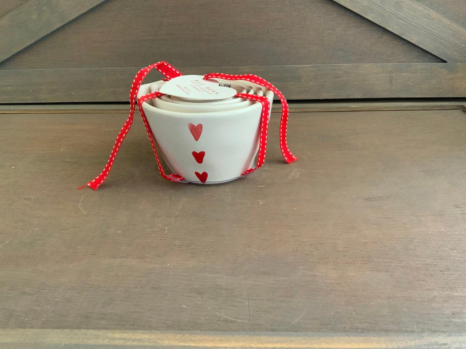 Rae dunn heart measuring cups