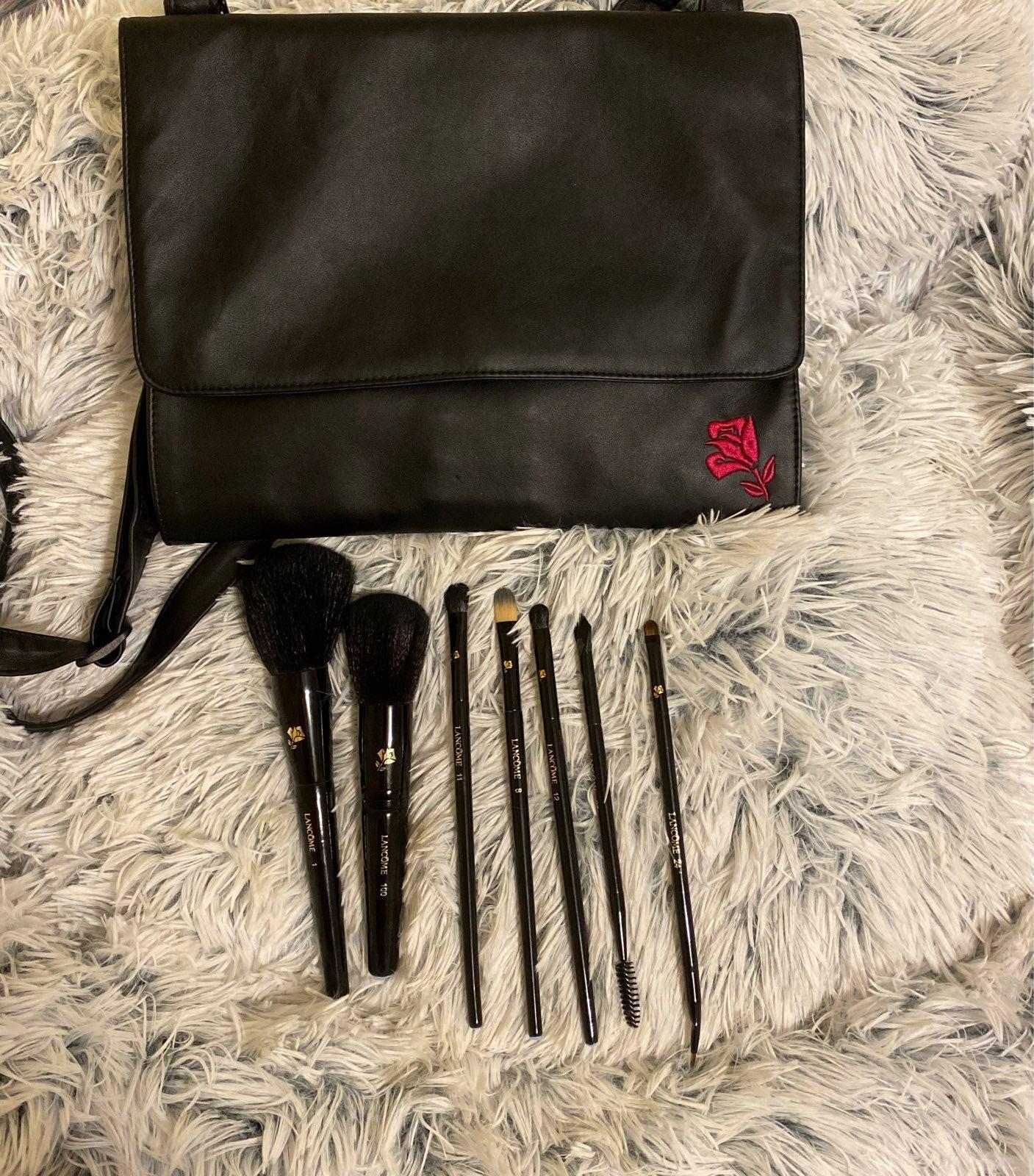 7 Lancôme Makeup Brushes and Belt