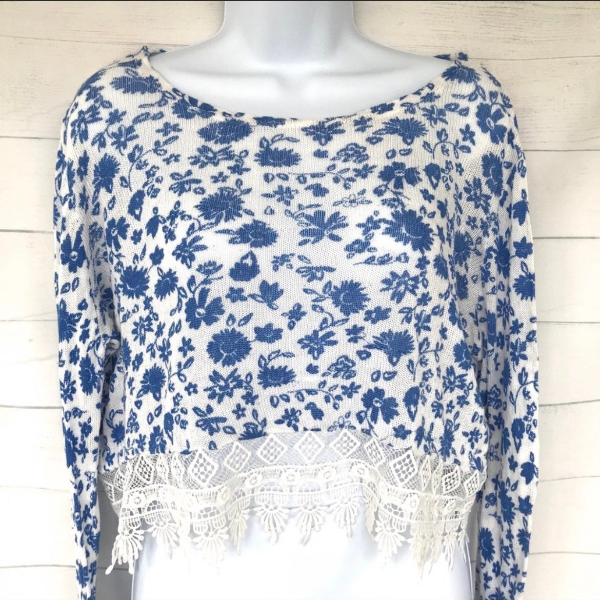 New H&M Knit Blue  Floral Crop Top