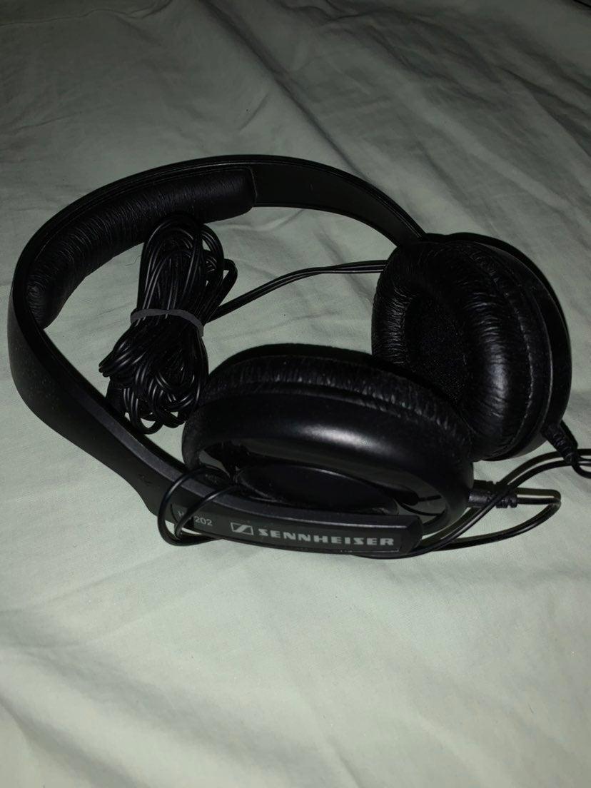 Sennheiser HD 202 Dynamic Headphones