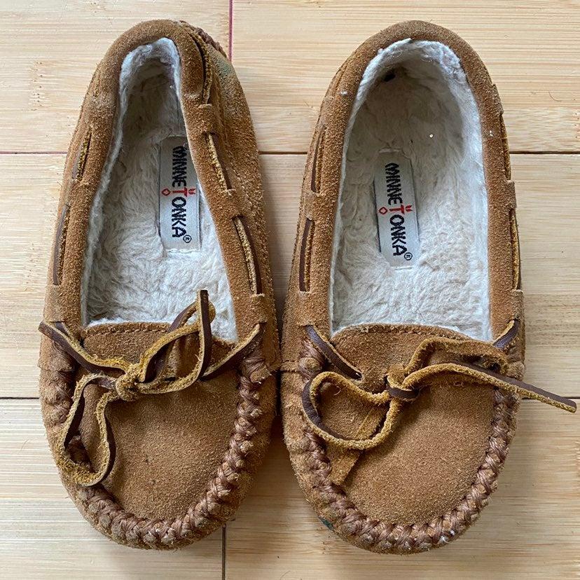 Minnetonka Moccasins Brown Slipper Girls