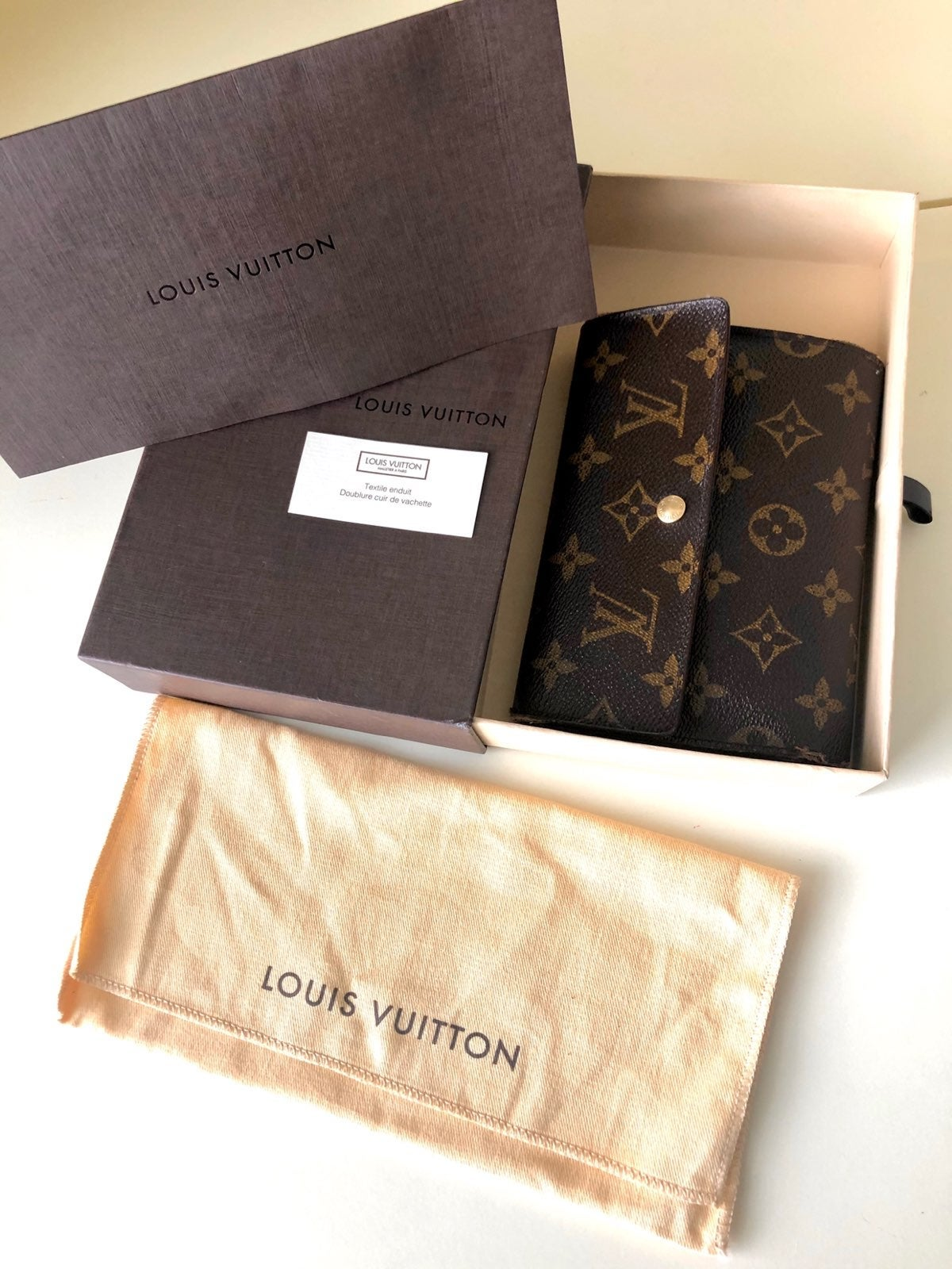 Louis Vuitton Trifold Monogram wallet