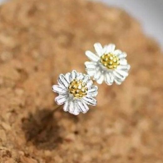 Mini Stud Daisy Earrings S925