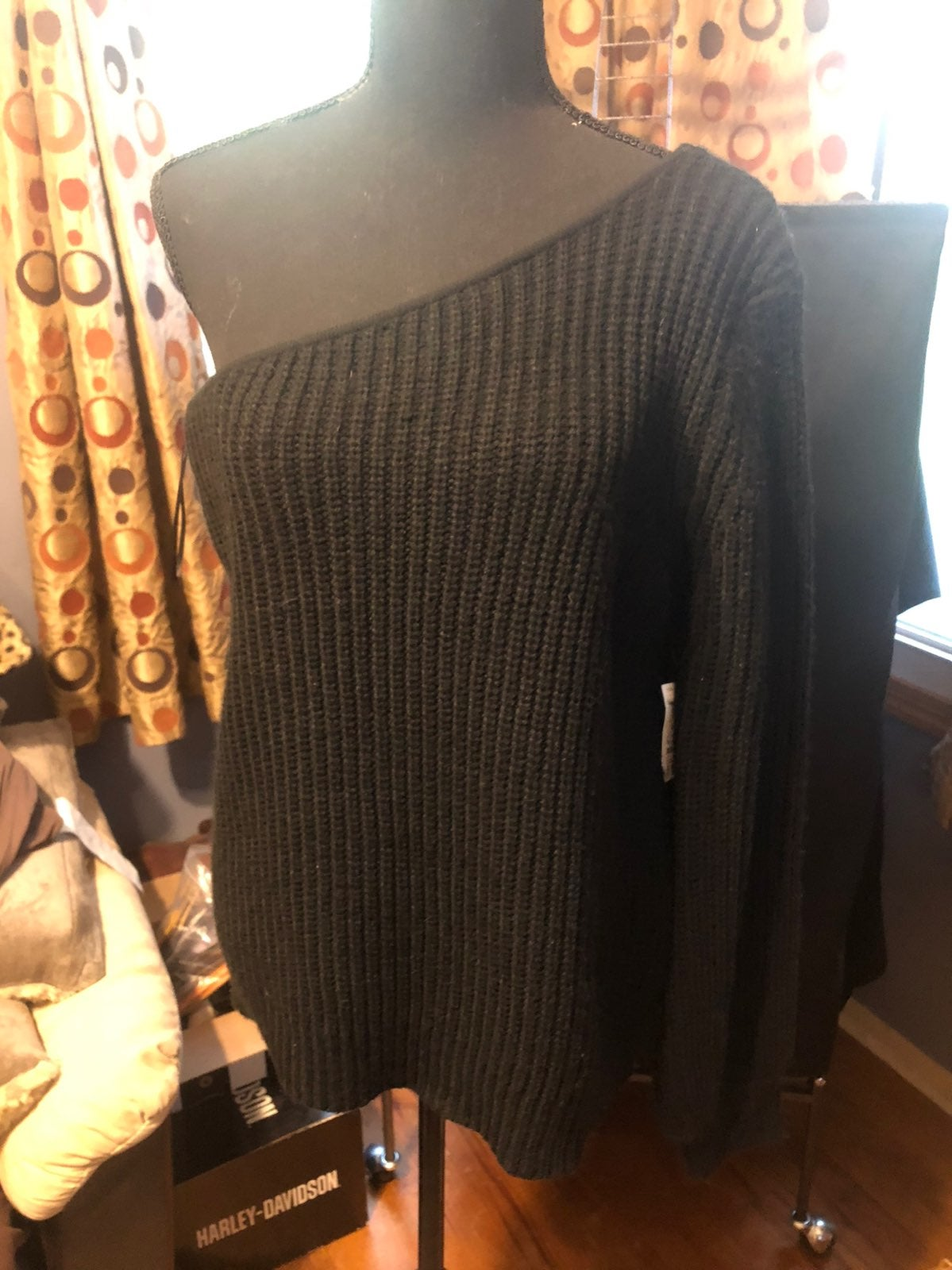 Olivageous One shoulder sweater Large