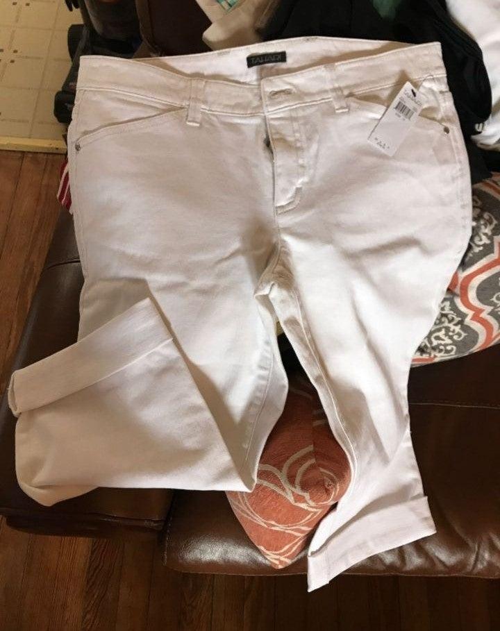New Tahari size 10 Capri white jean