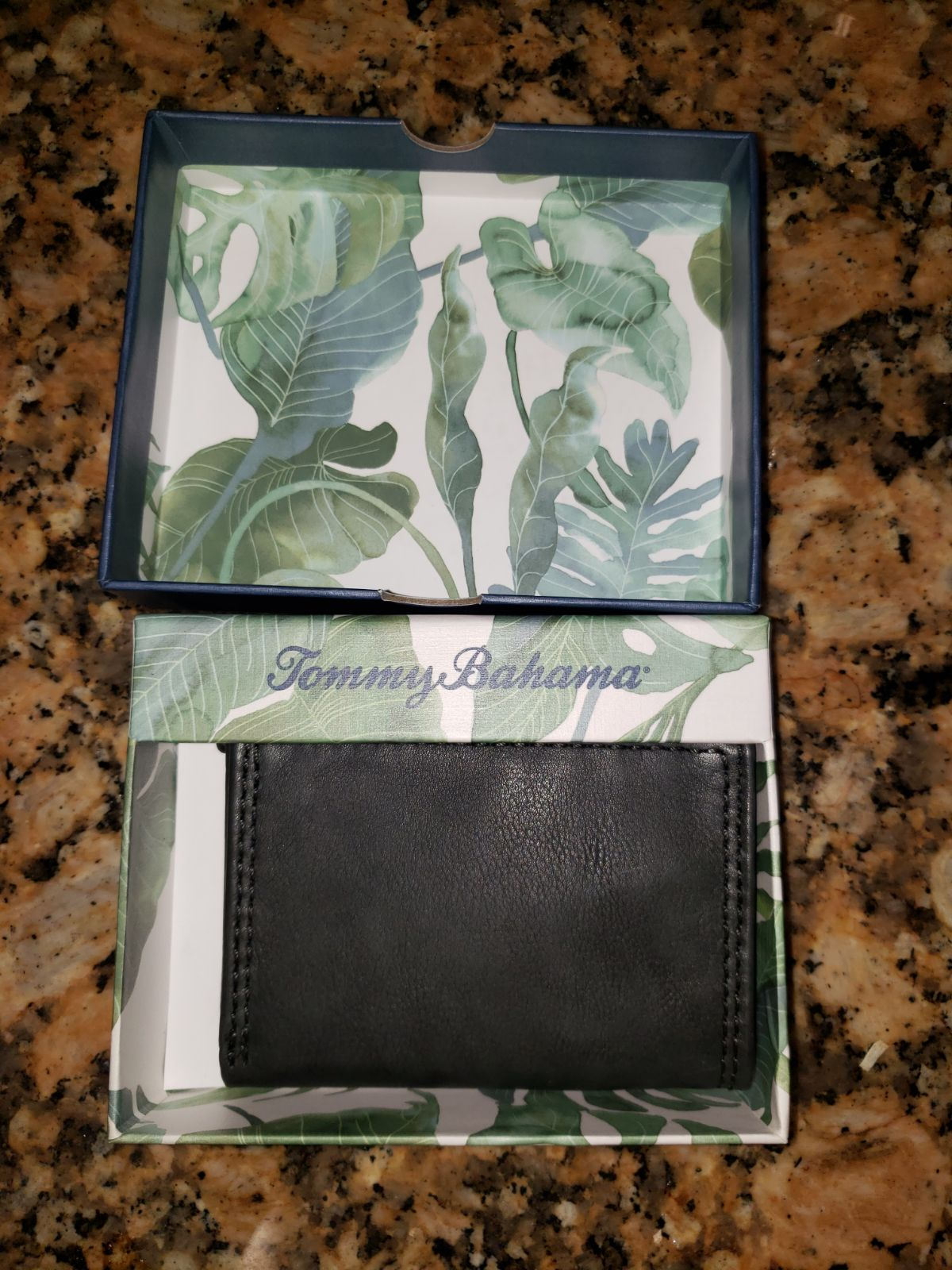 NEW Tommy Bahama Leather Wallet