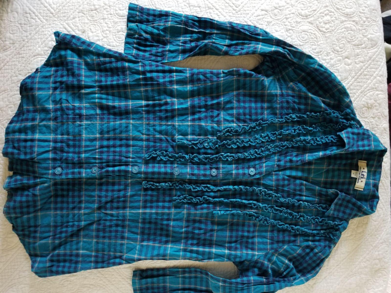 plad button down, v neck, 3/4 sleeve, pr