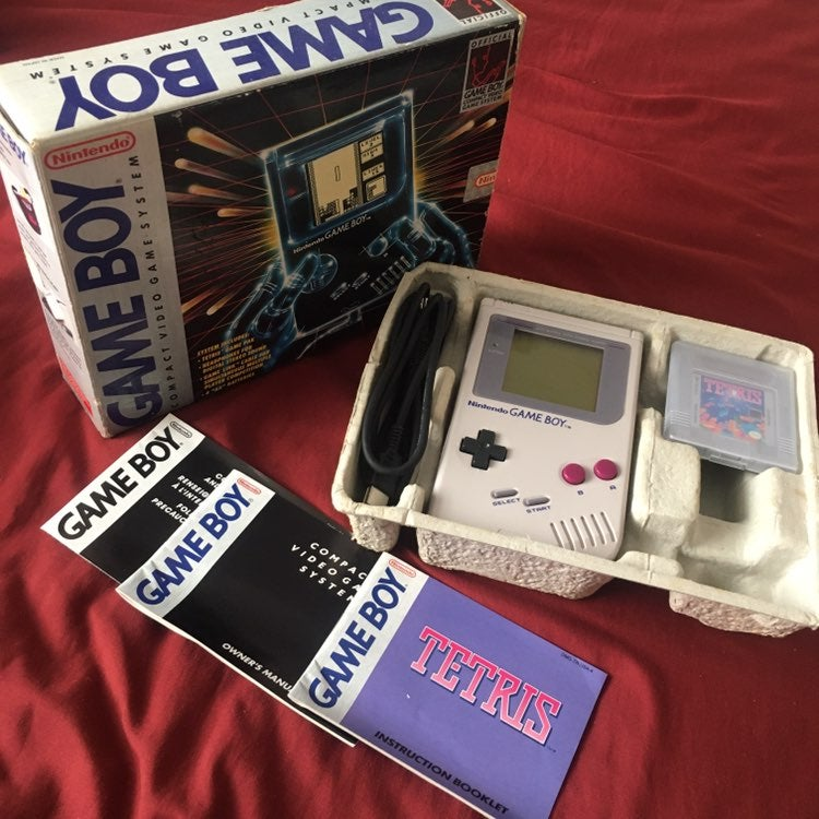 Original Nintendo Gameboy in Box