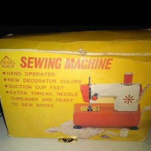 vintage child's hand crank sewing machin