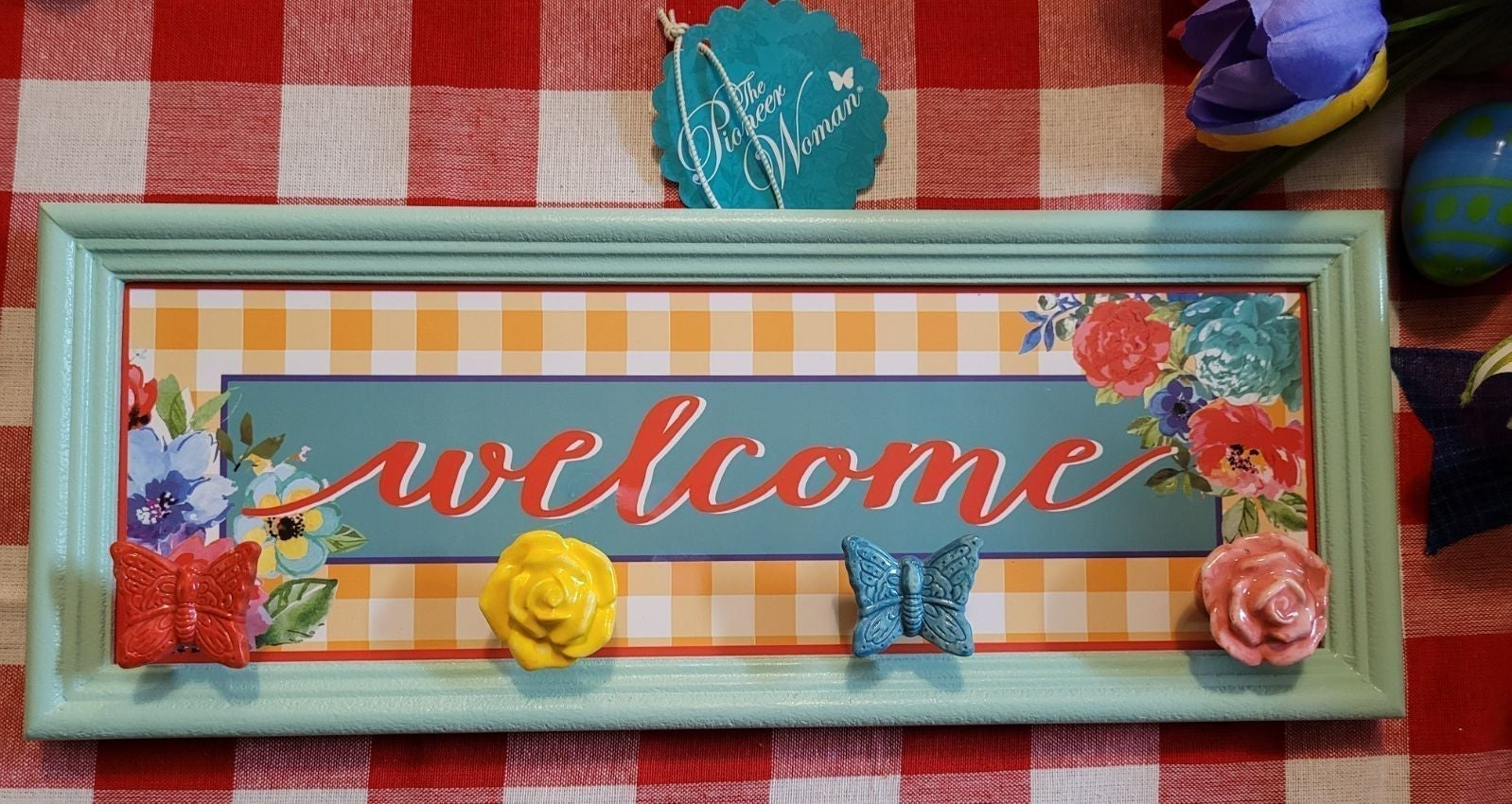 PIONEER WOMAN WELCOME SIGN WITH KNOBS