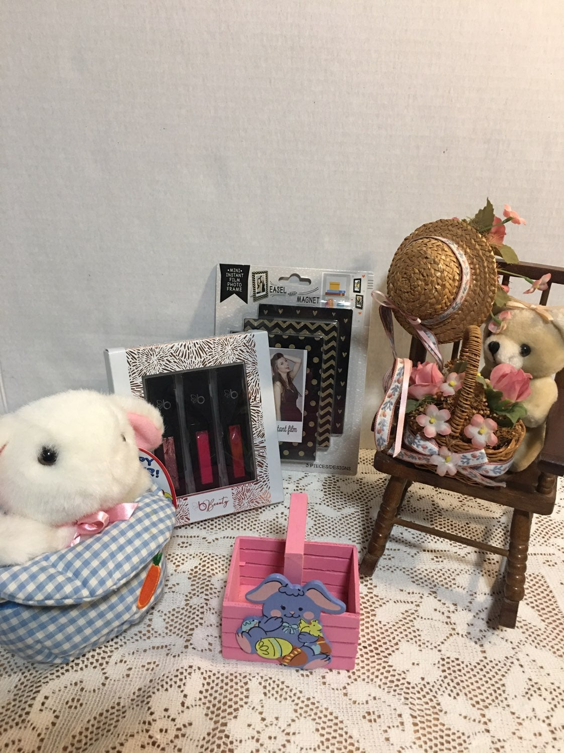 Easter lot with magnet frames & lipgloss