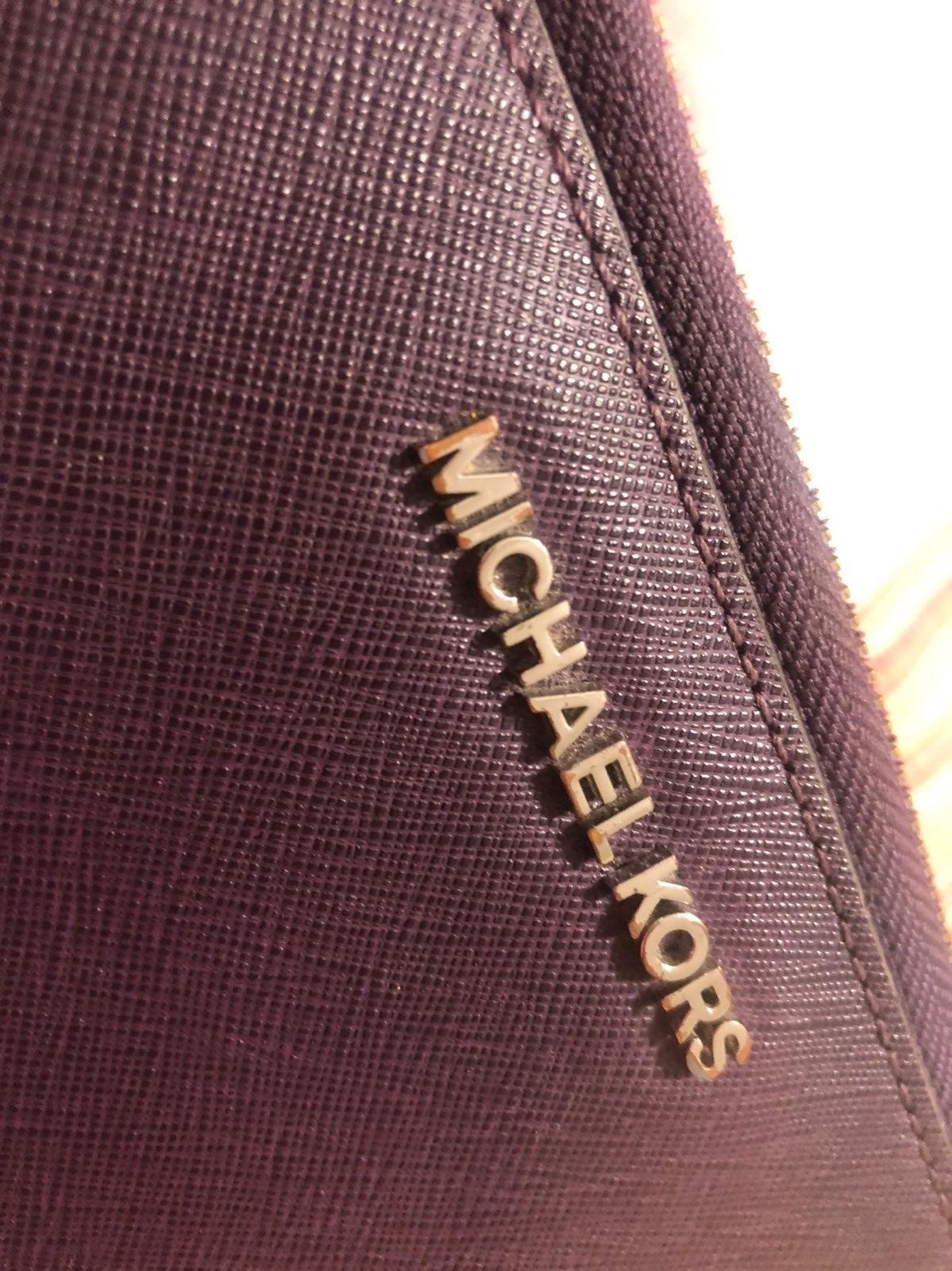 Michael Kors jetset Wallet: Plum color