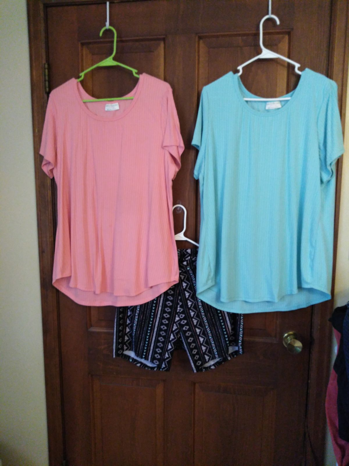 tops and blouses