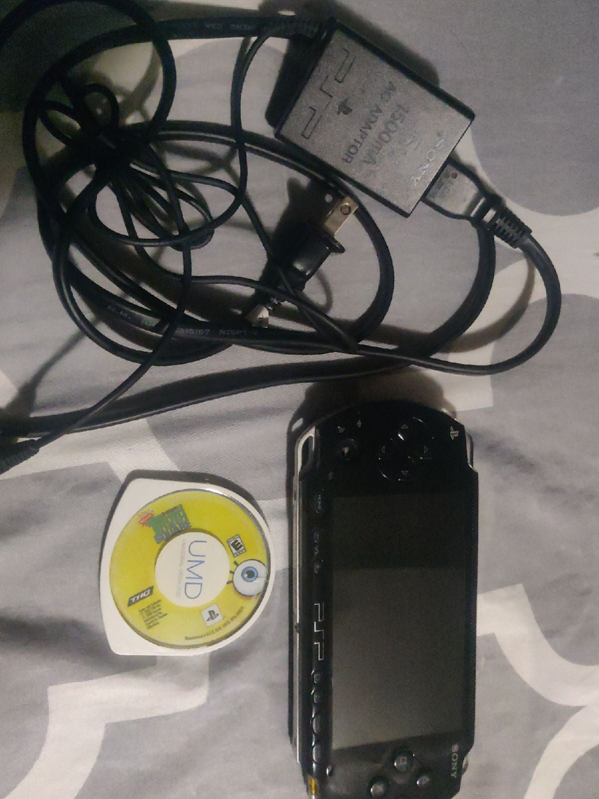 PSP+ game + Charger