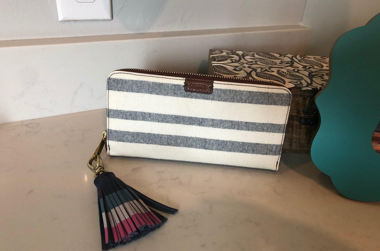 Fossil wallets for women