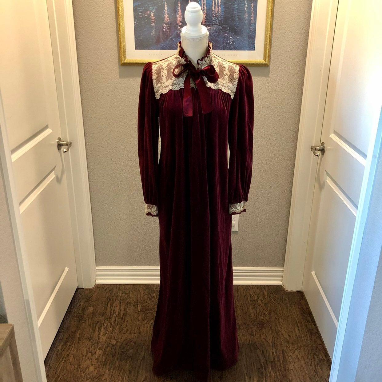 Vintage Gilligan O'Malley Nightgown L