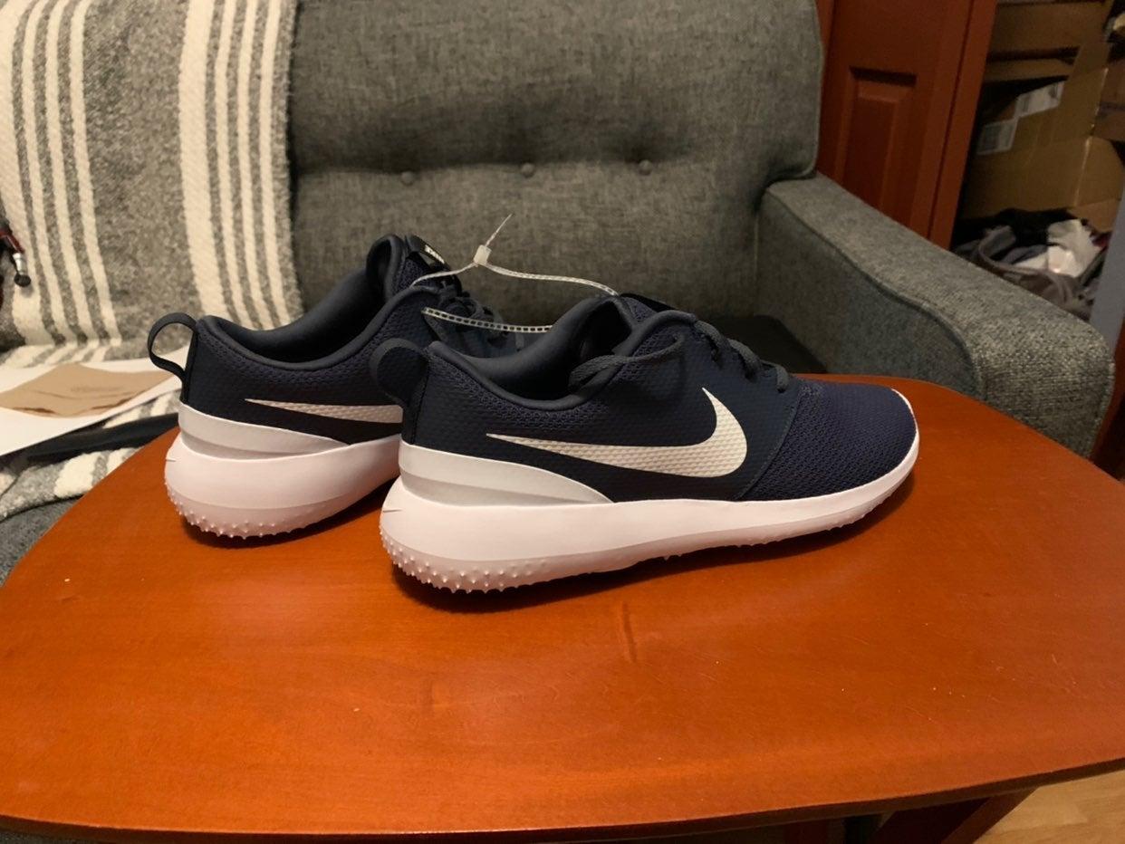 Nike aa1837-400 size 10 navy blue Roshe