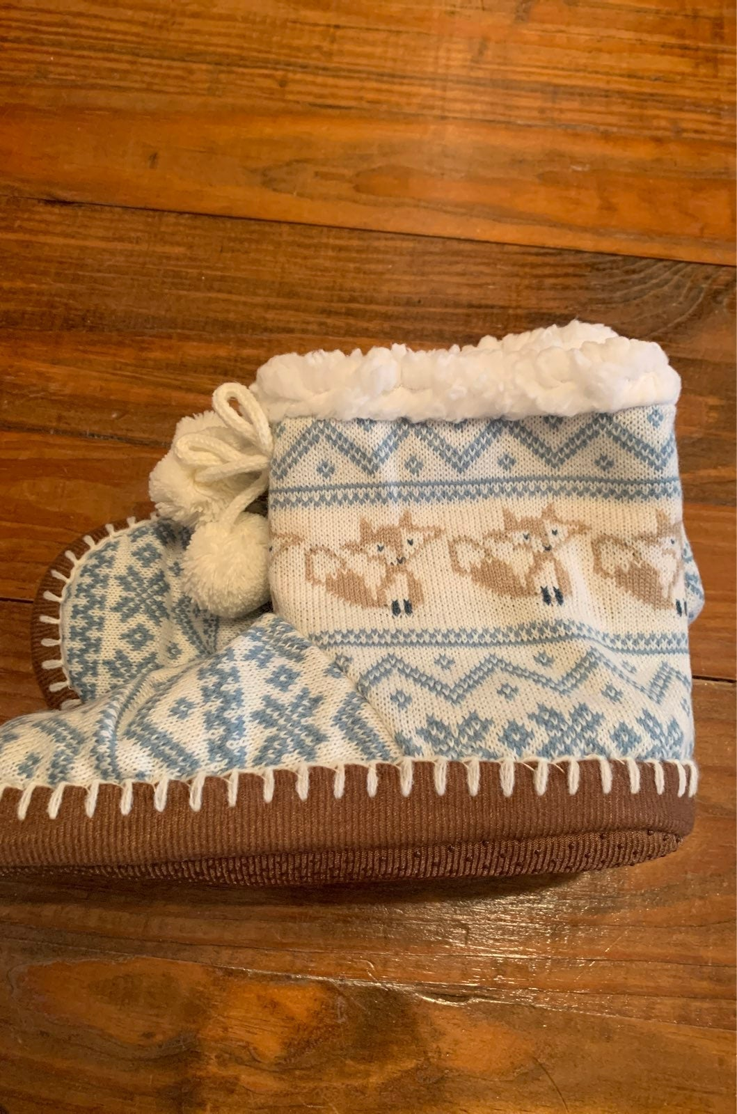 New Muk Luk Slippers ivory fox pattern