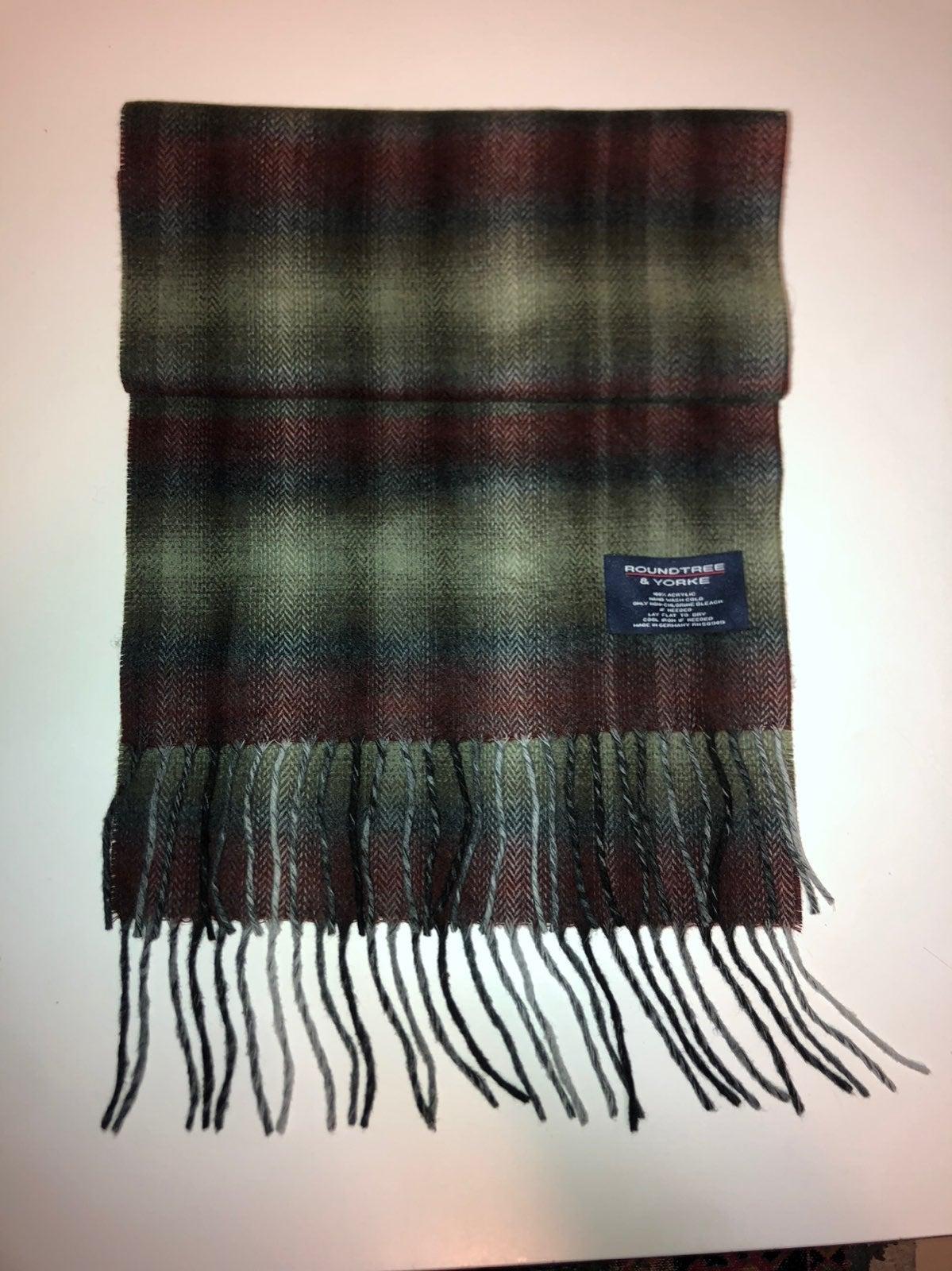 Roundtree & yorke scarf