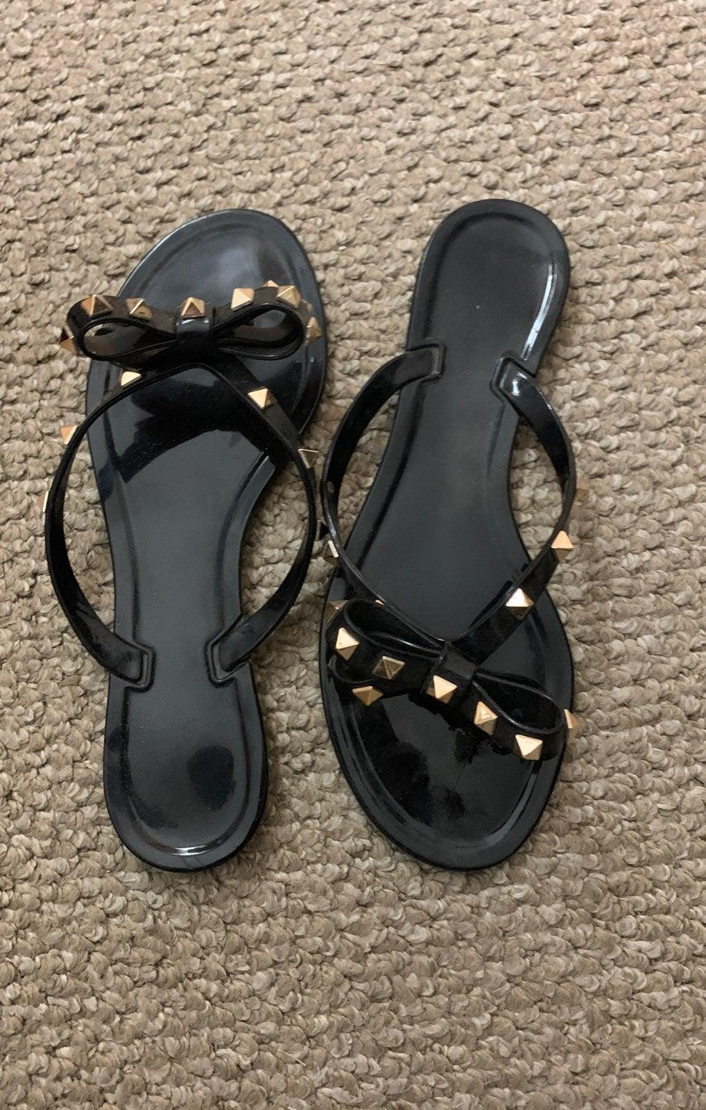 NWOT size 8 gold studded Sandals