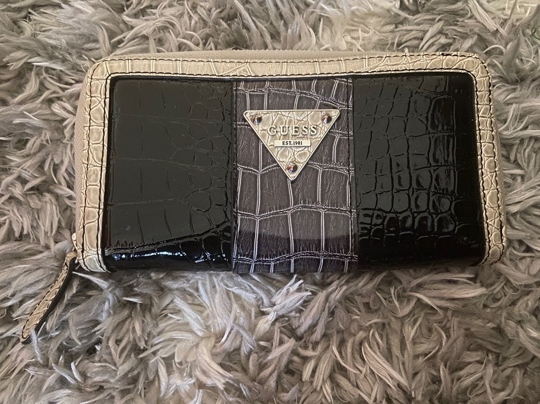 Guess wallet great condition