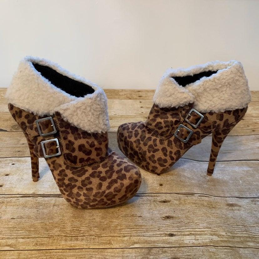 Leopard ankke boots. size 7