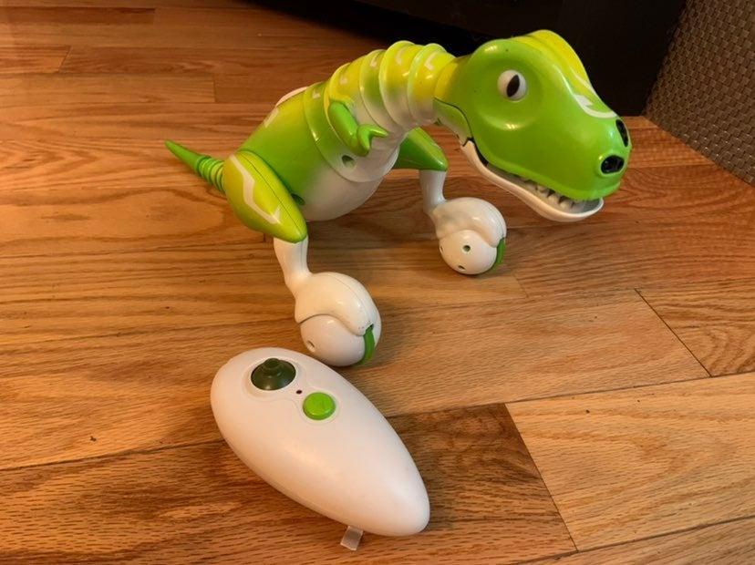Zoomer Dino interactive T-Rex remote con