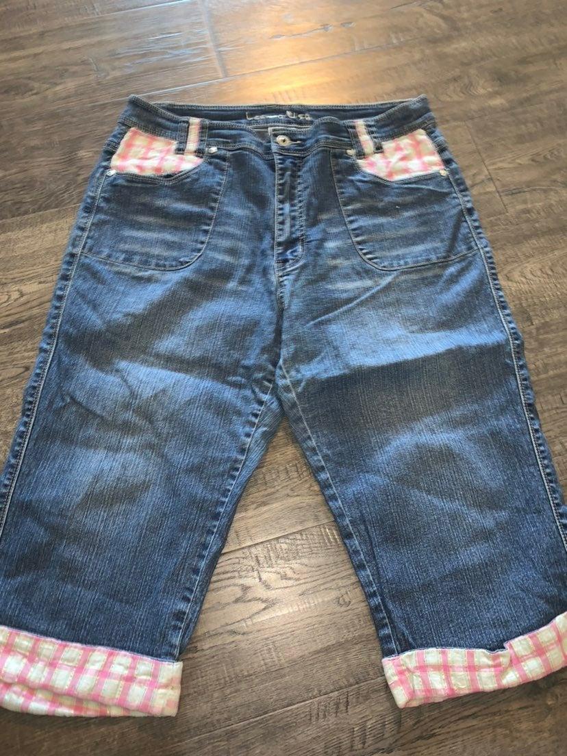 Lee Jeans Capris sz 15/16 34 in waist