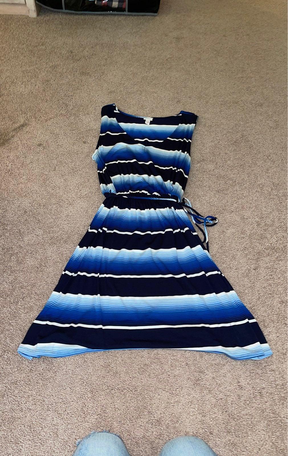 Flattering tie at the waist dress XL