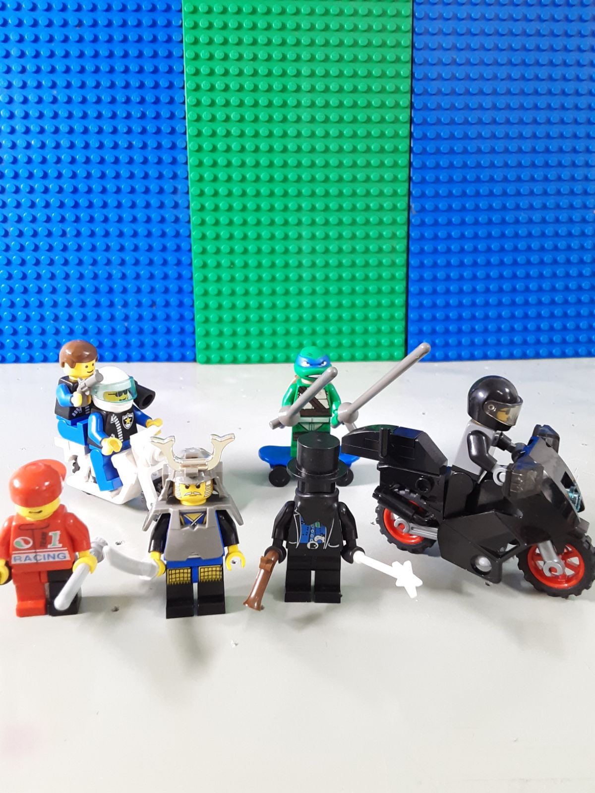 LEGO Minifigures: 1