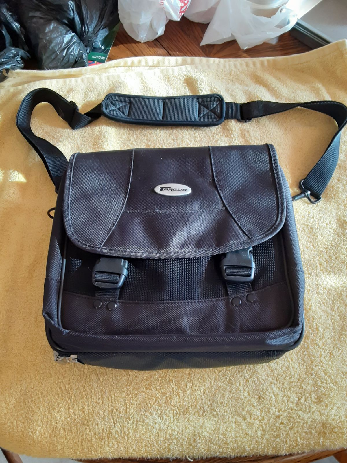 Gaming shoulder bag