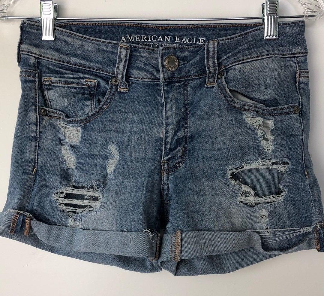 womens jean shorts/ Size6