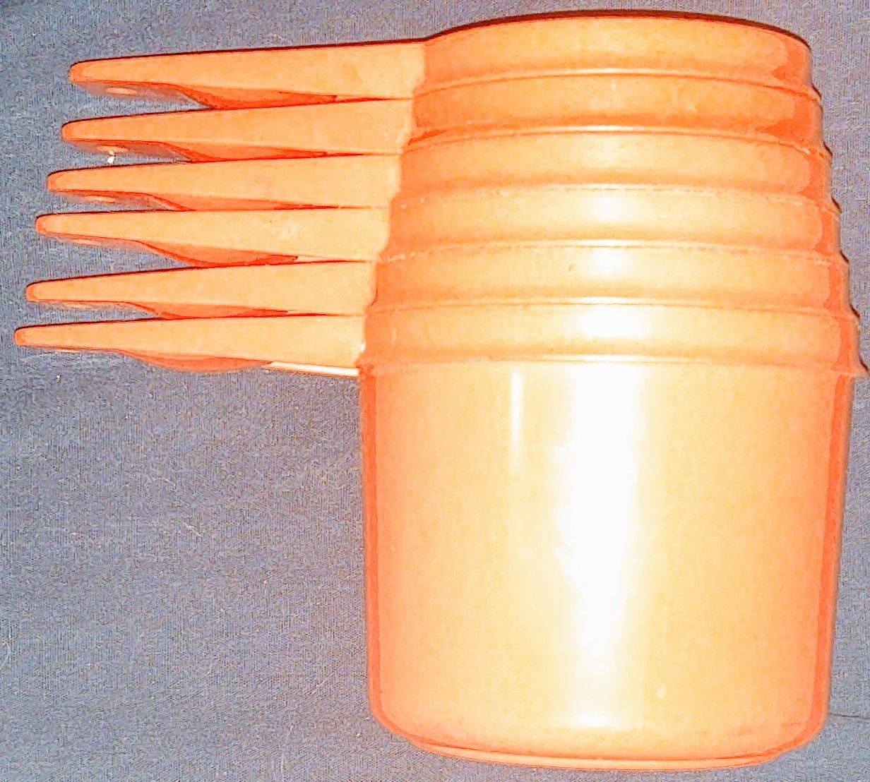 TUPPERWARE MEASURING CUPS SET ORANGE VIN