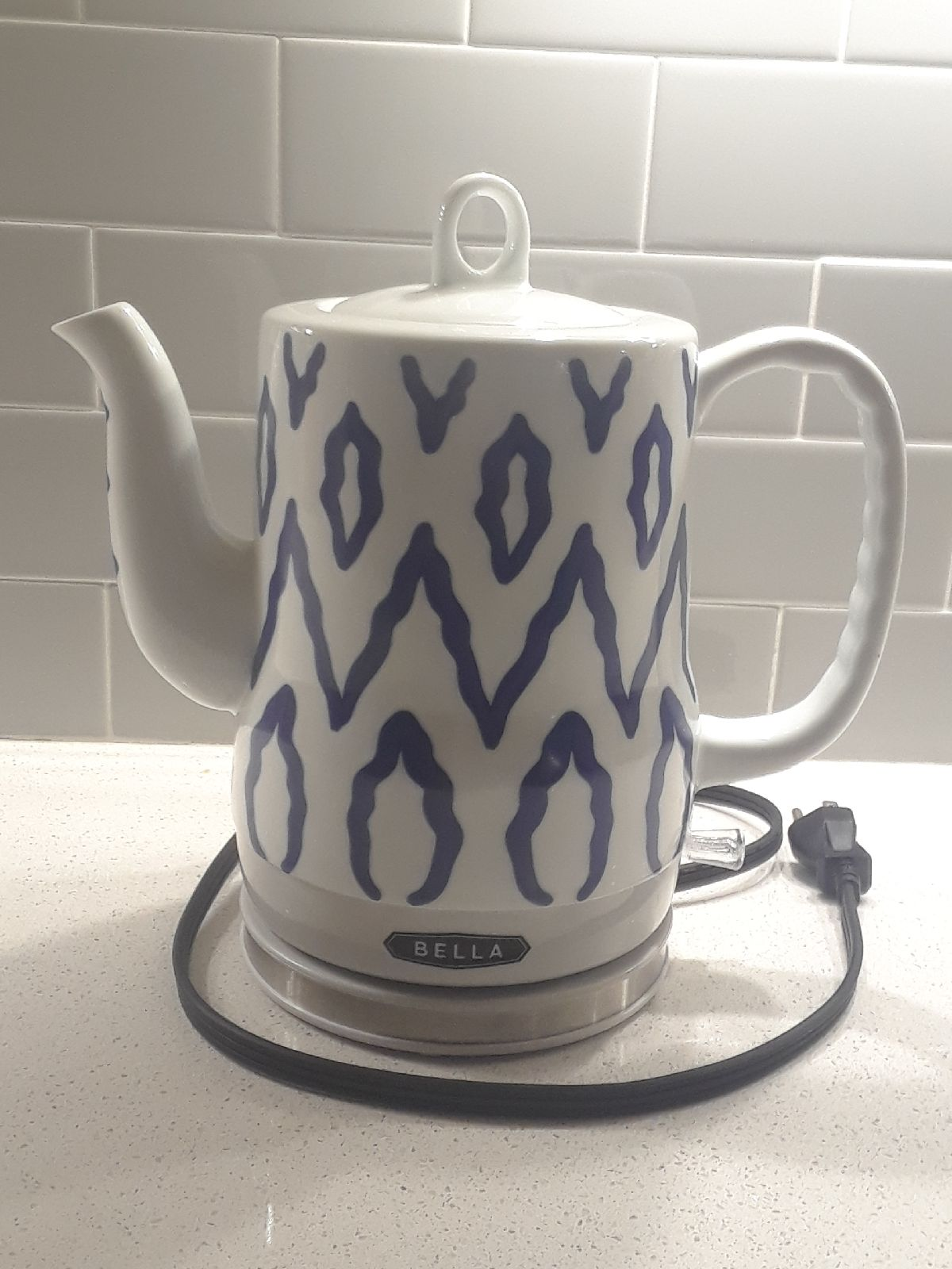 Bella Electric tea kettle blue/white