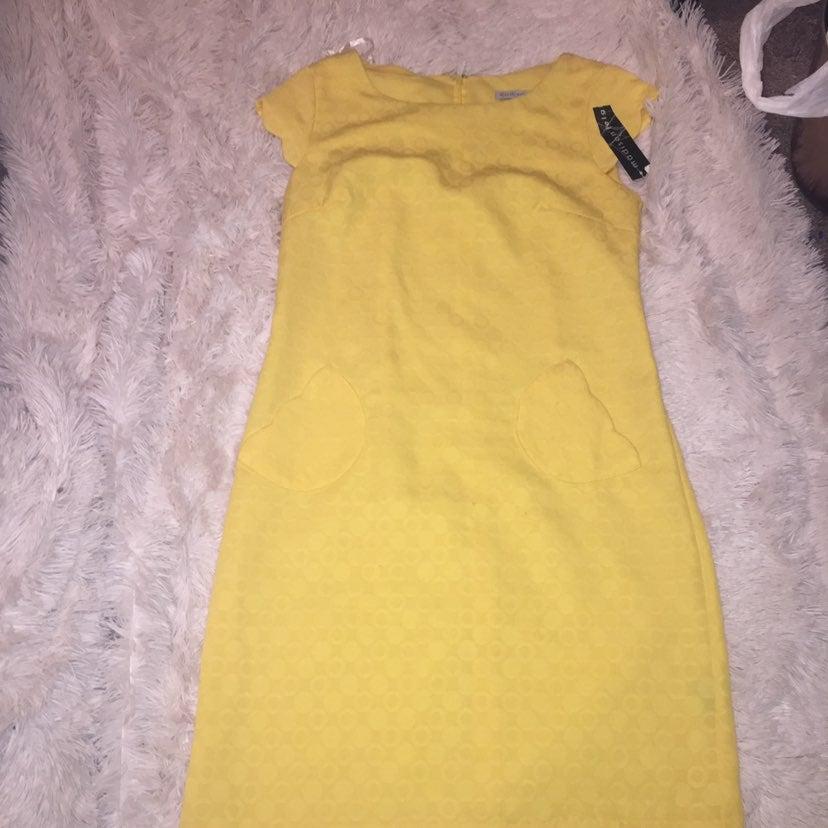 Nwt Madison leigh yellow scalloped dress