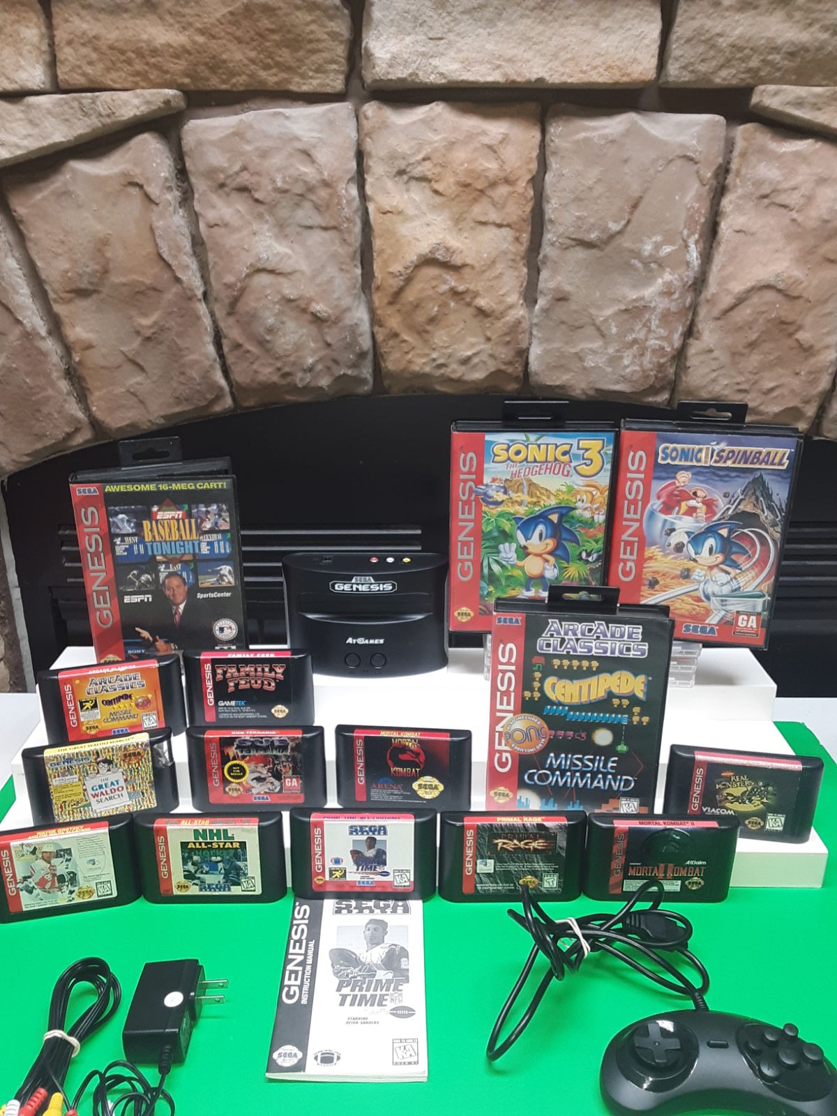 SEGA MINI, WITH BIG GAME LOT