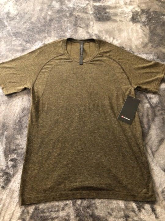 Men's Lululemon Gym Athletic Shirt Large