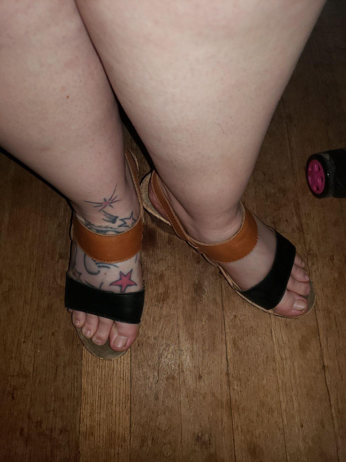 Well worn wedge flip flop sandals Size 8