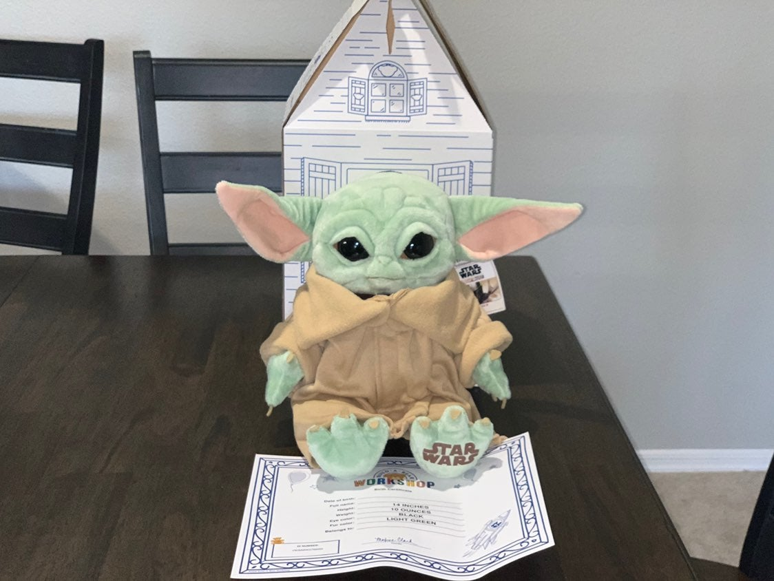 Baby Yoda - The Child Mandalorian Build