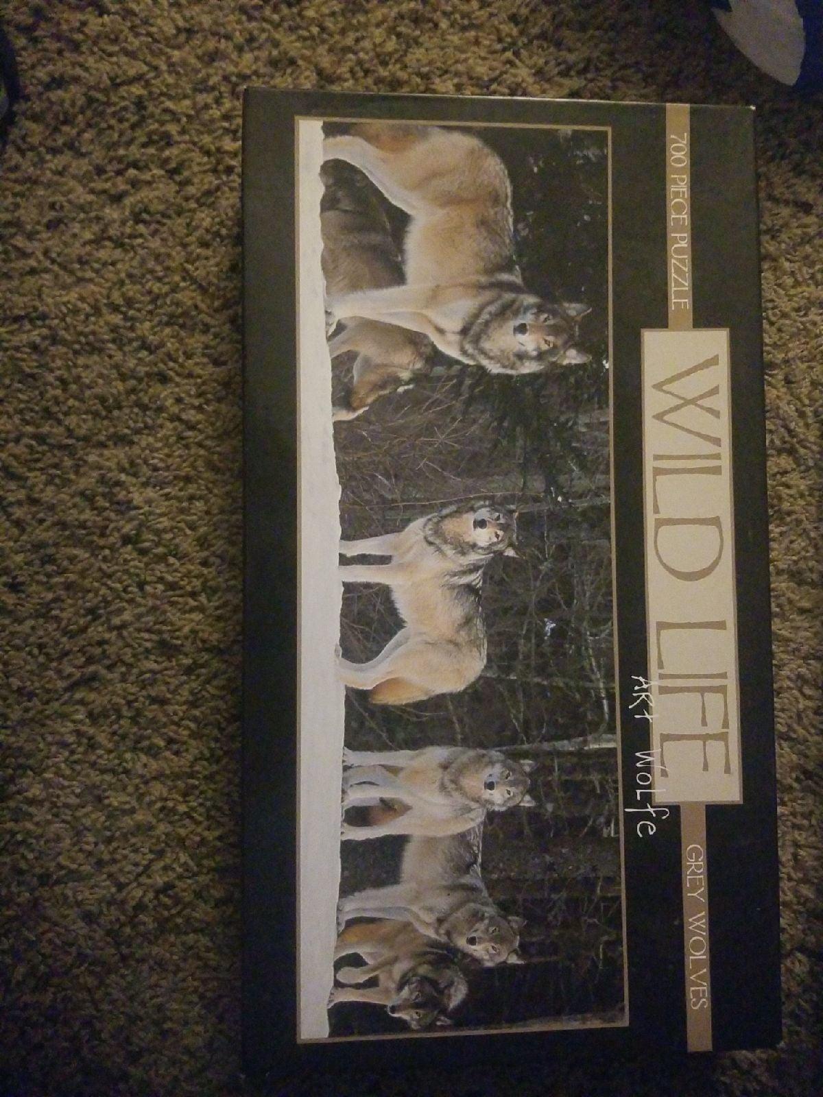 700 piece puzzle grey wolves