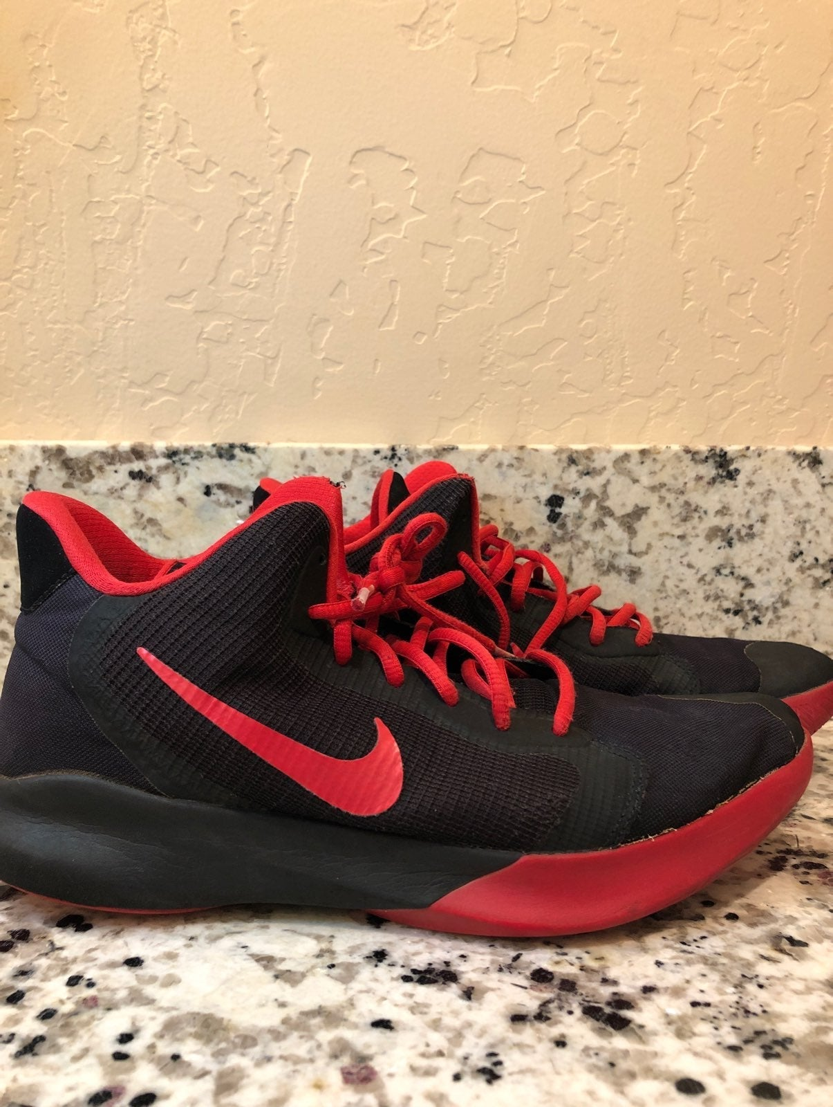 Nike men 10basketball shoe