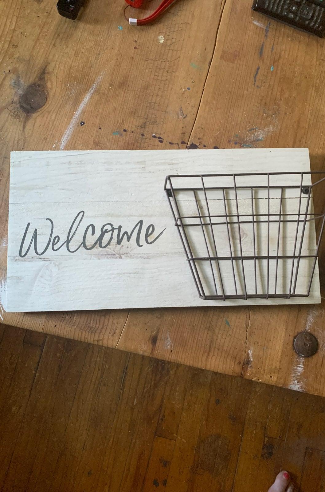 Welcome basket letter holder