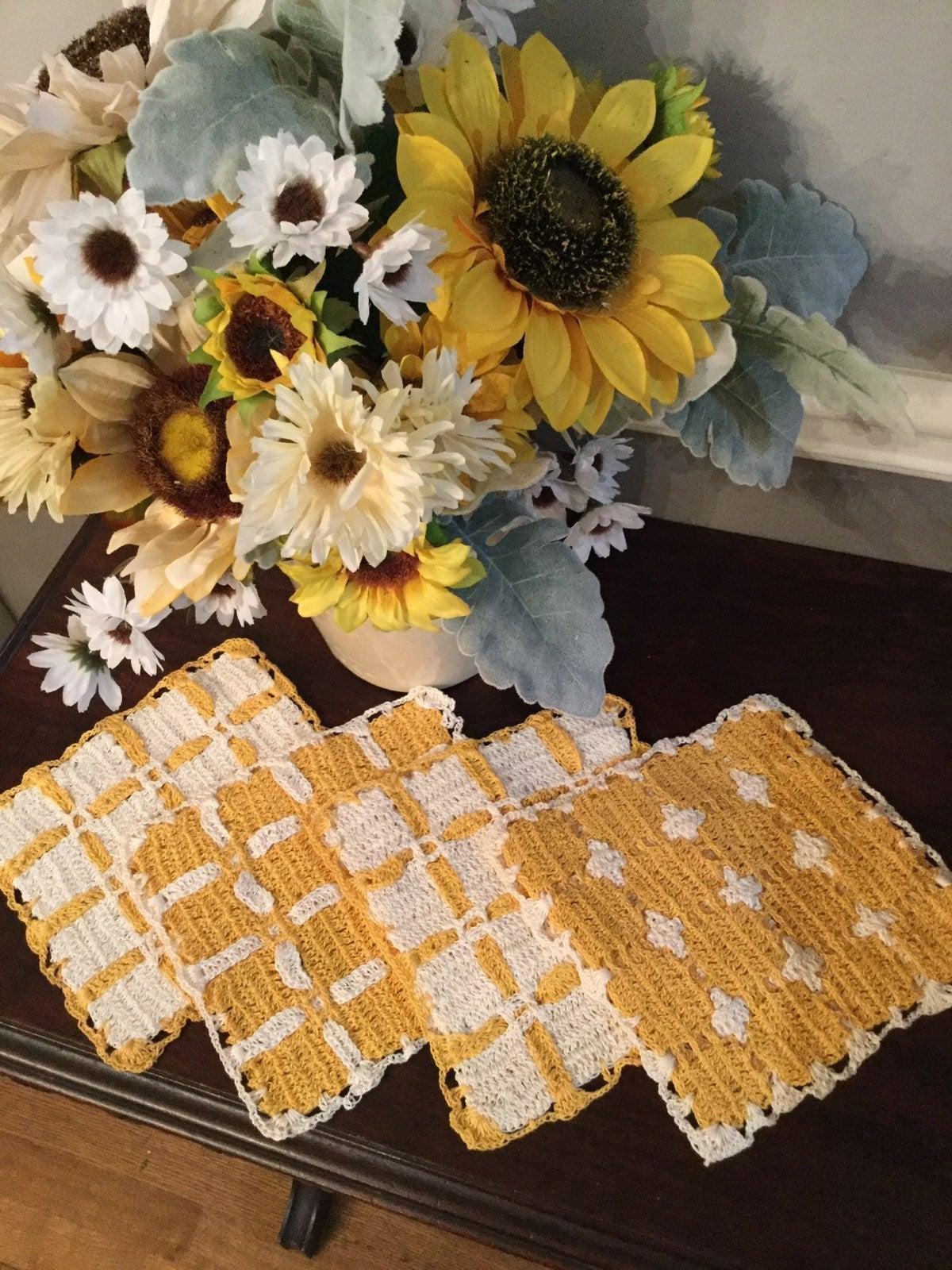 4 Vintage linens Crochet Pot Holders