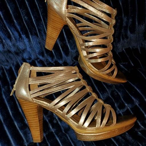 *COMFORT* incredible gold heels