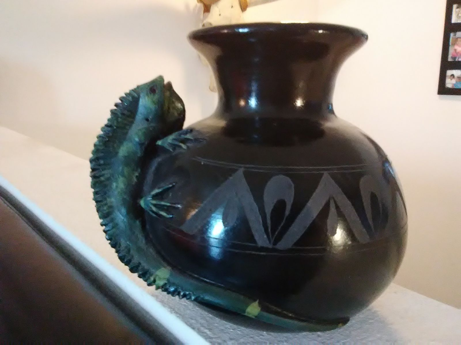 Iguana Black Etched Pottery Vase